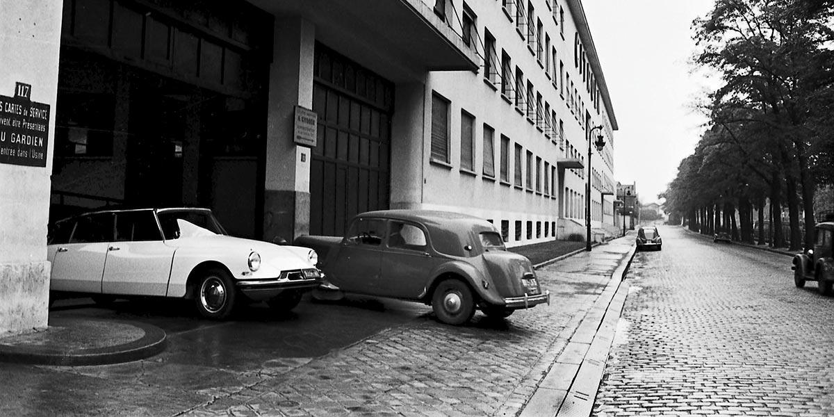 De eerste straatbeelden van de ds19 1955 1956 citroen for Garage citroen meudon